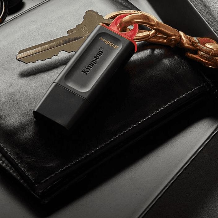 Flash Drive USB 3.2 Kingston Data Traveler Exodia-DTX Black-2.png